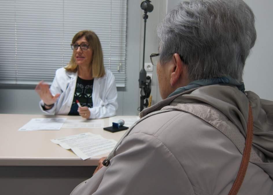 """Los CAP sumarán 5.300 nuevos sanitarios y asignarán trabajadores sociales """"de cabecera""""."""