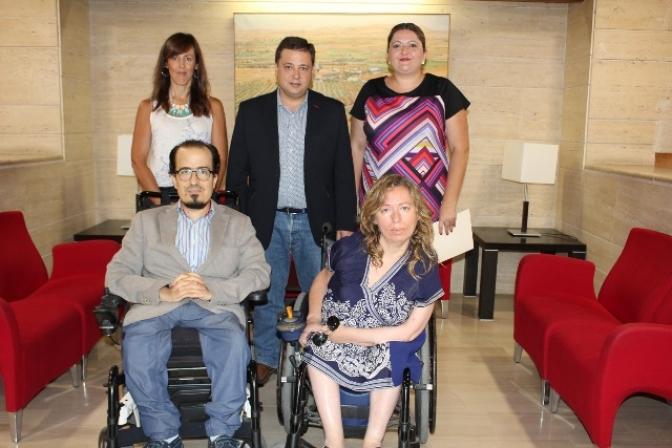 El Ayuntamiento de Albacete contratará a trabajadores sociales para atender a las personas con discapacidad.