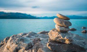 La práctica del Mindfulness (Atención-Consciencia Plena) facilita los procesos de cambio para abordar los problemas sociales y mejorar la interacción con individuos, familias, grupos y comunidades.