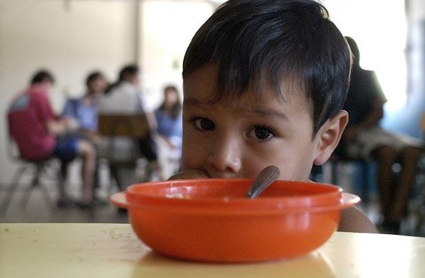 Un 39,8 % de los menores de Canarias está en riesgo de pobreza, según AIS.